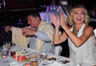 77'lik dev Kıbrıs'ta ünlüleri şarkıları ile coşturdu