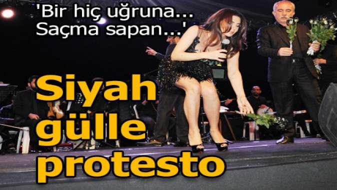 Siyah gülle protesto