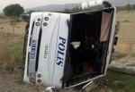 Afyon'da polis otosu devrildi: 20'ye yakın polis yaralı