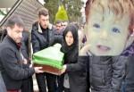 Ateş bebek gözyaşlarıyla toprağa verildi
