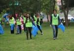 Çevreci gençlerden örnek davranış