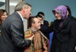 Engelli çocukları ziyaret etti