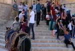 Gelen turistler evlere yönlendiriliyor