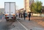 Kamyonet minibüse çarptı: 19 yaralı