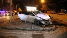 Konya'da feci kaza! Otomobil polis aracına çarptı.