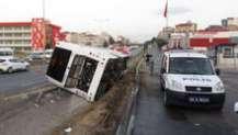 Pendik'te otobüs devrildi