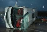 Turist taşıyan midibüs devrildi: 23 yaralı